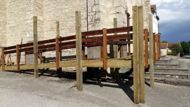 Création d'une rampe d'acc u00e8s en bois pour personnesà mobilité réduite Couvreurà Crémieu  # Rampe Accès Handicapé Bois